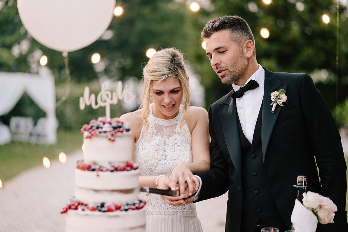 taglio wedding cake nuda