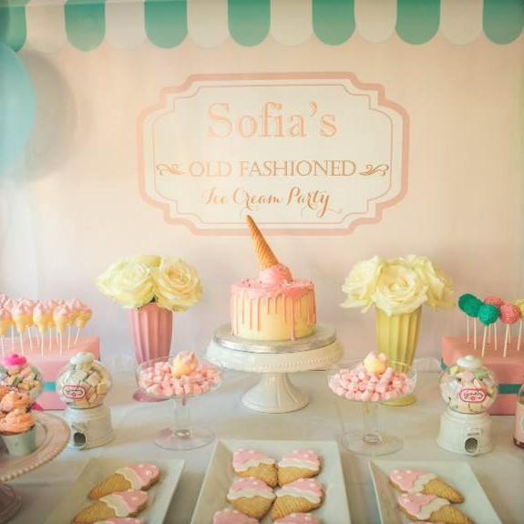 sweet table torta e biscotti gelato bianco e rosa