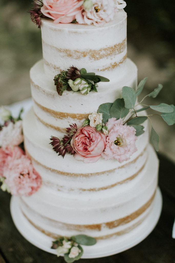 wedding cake seminuda con fiori