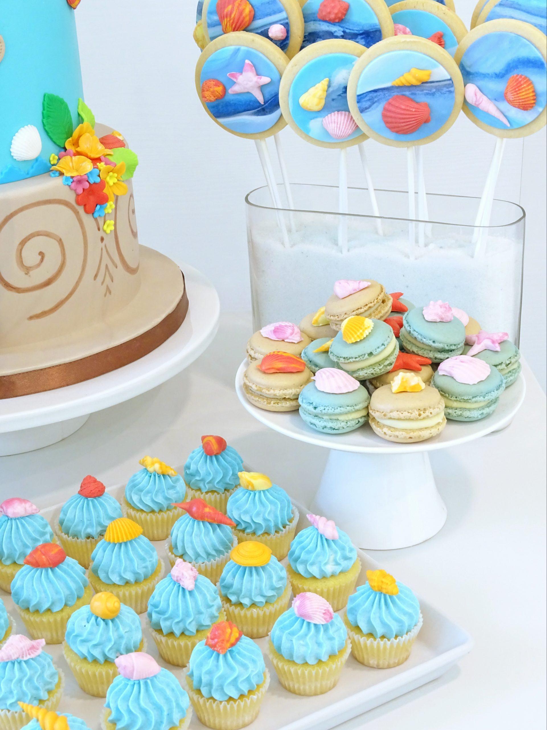 mini cupcake macaron e biscotti con mare e conchiglie