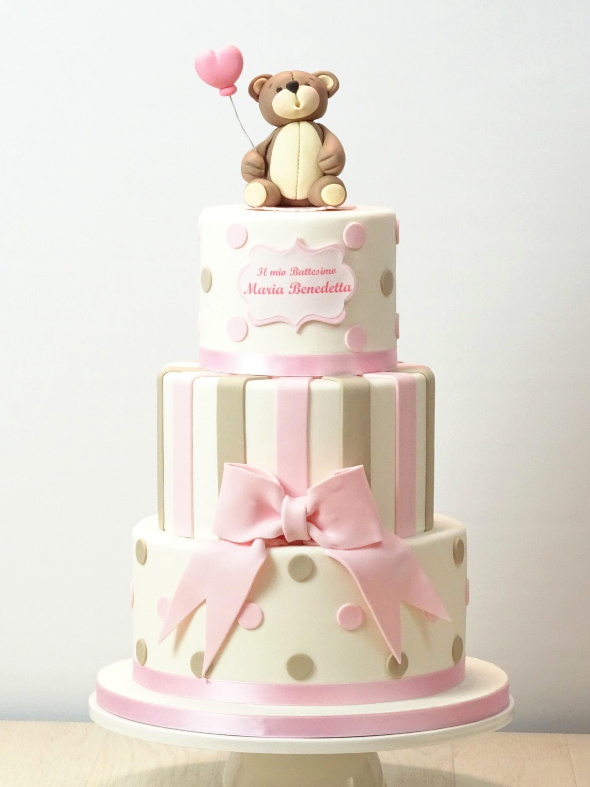 torta per battesimo con pois e righe e fiocco con orsetto con palloncino a forma di cuore