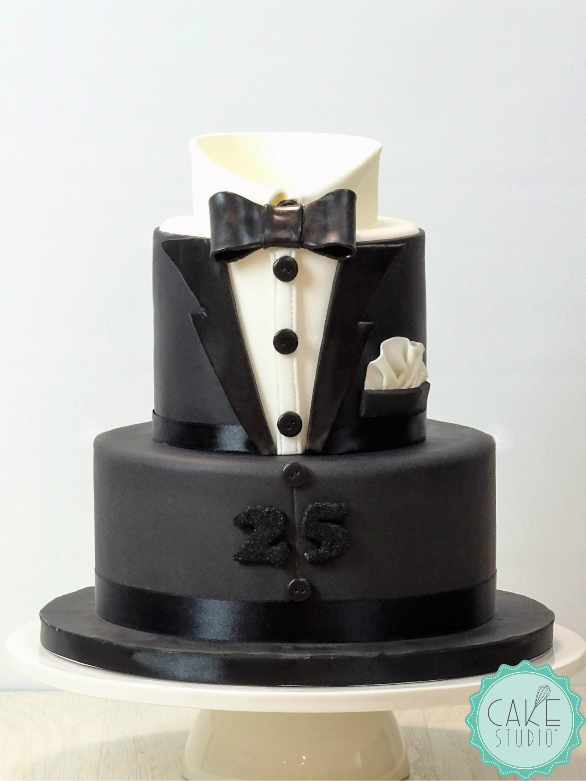 torta compleanno smoking tuxedo nero camicia bianca papillon nero