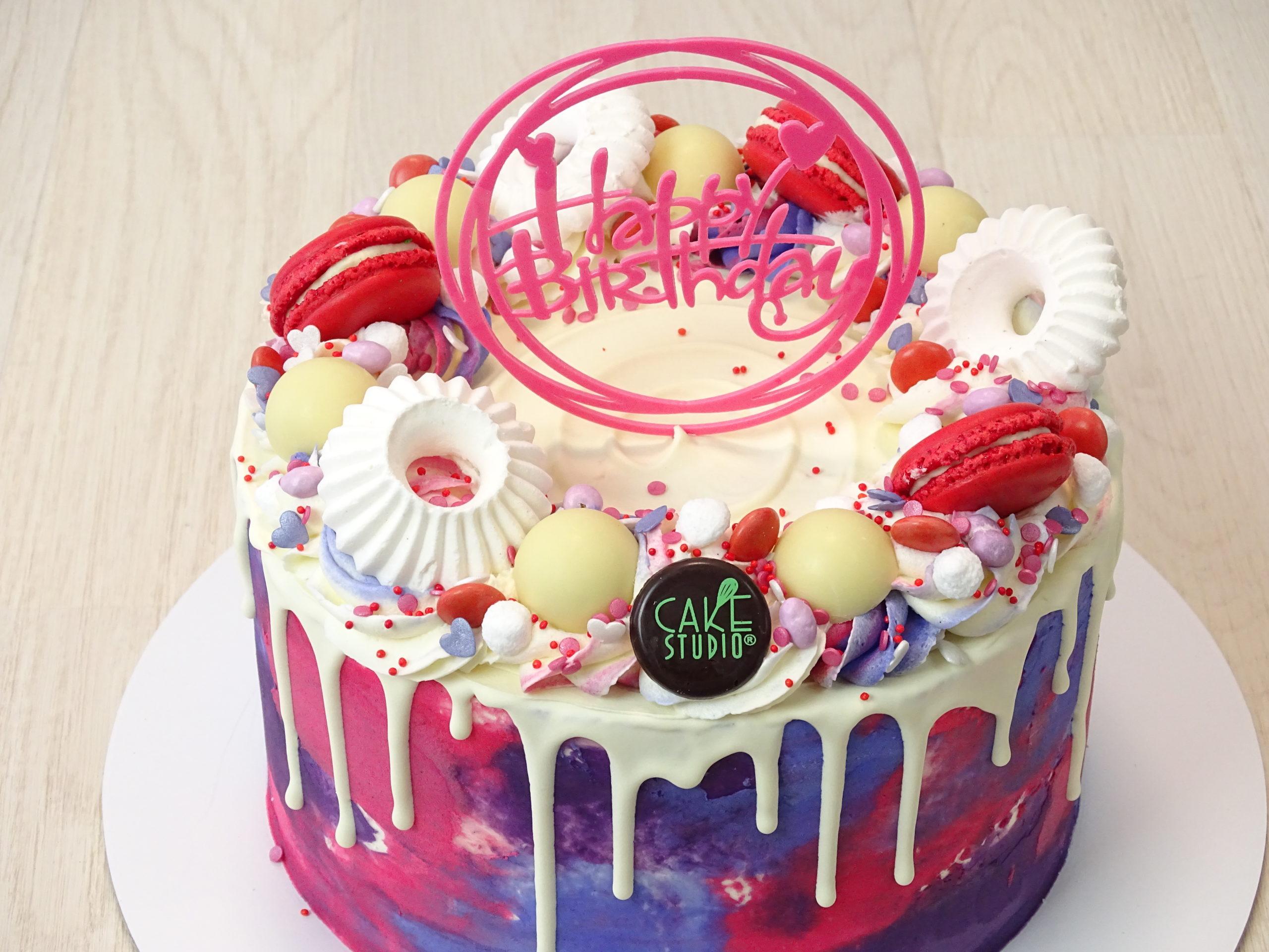 dripcake compleanno macaron meringhe cioccolato bianco happy birthday