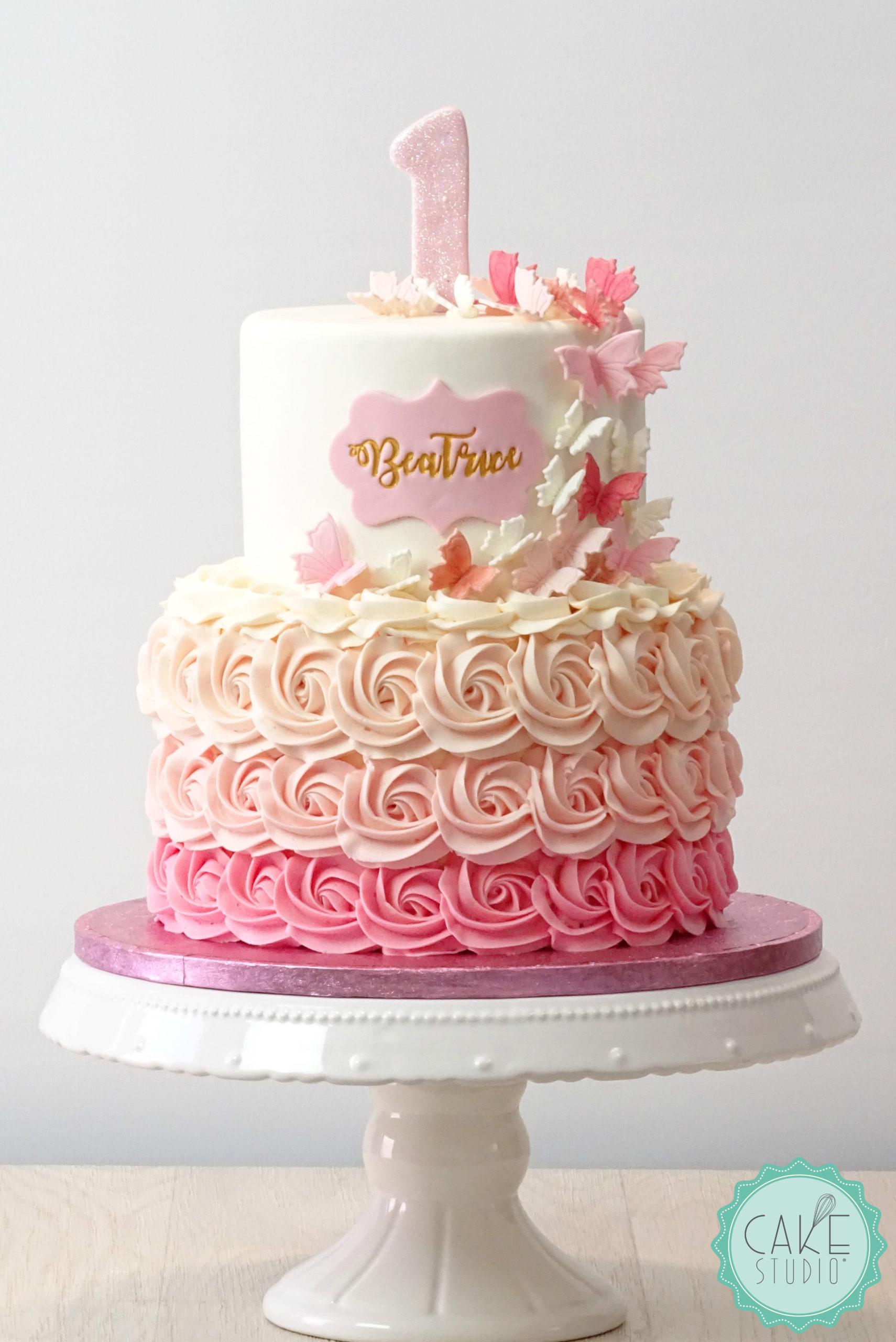 torta primo compleanno bambina bianco rosa roselline rosette farfalle