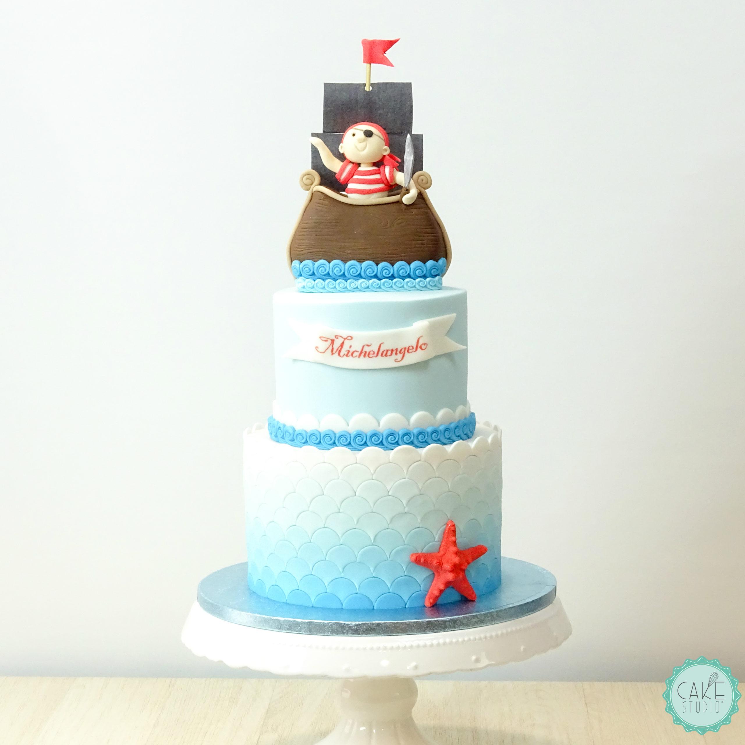 torta con pirata nave onde e stella marina rossa