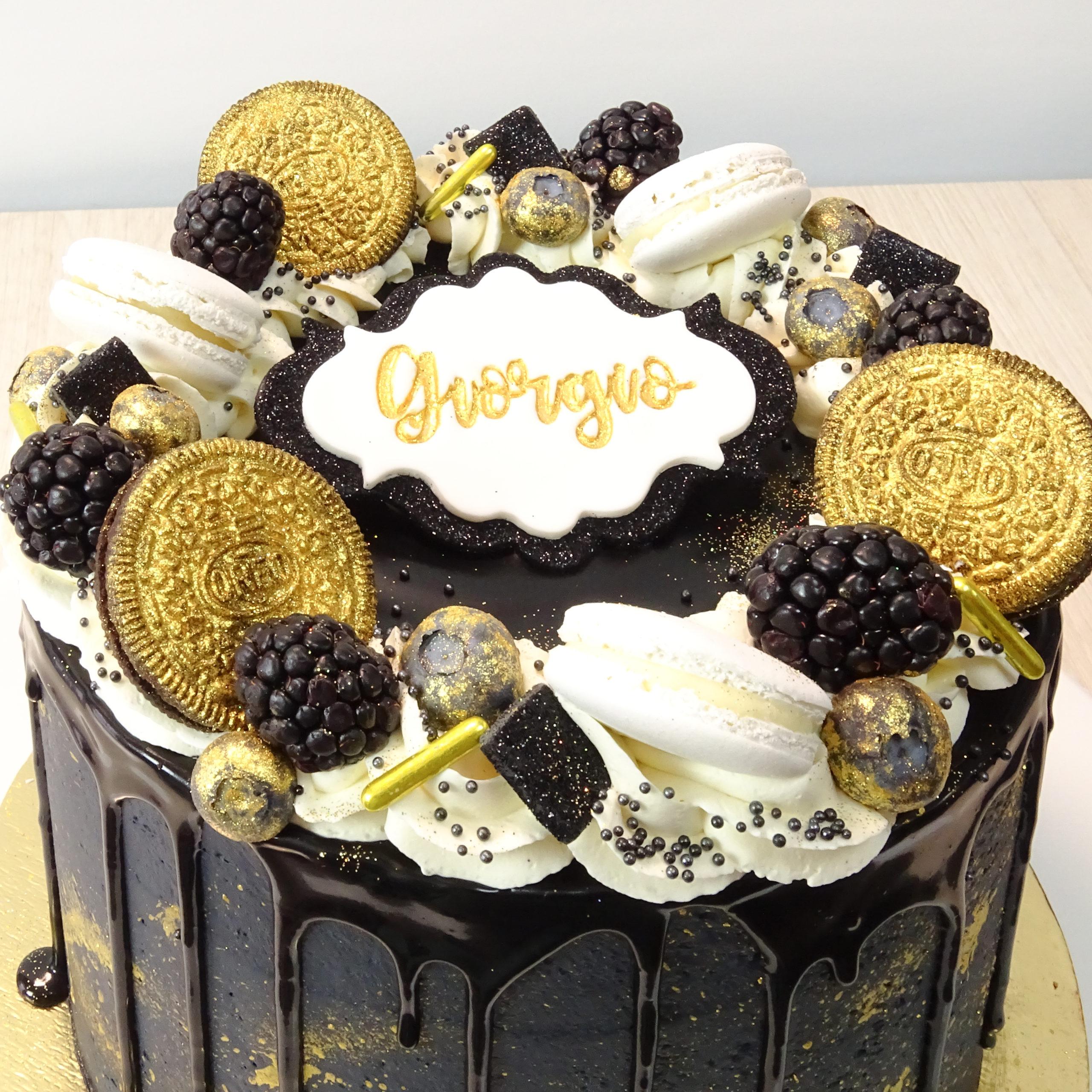 dripcake compleanno nero oro macaronore more mirtilli
