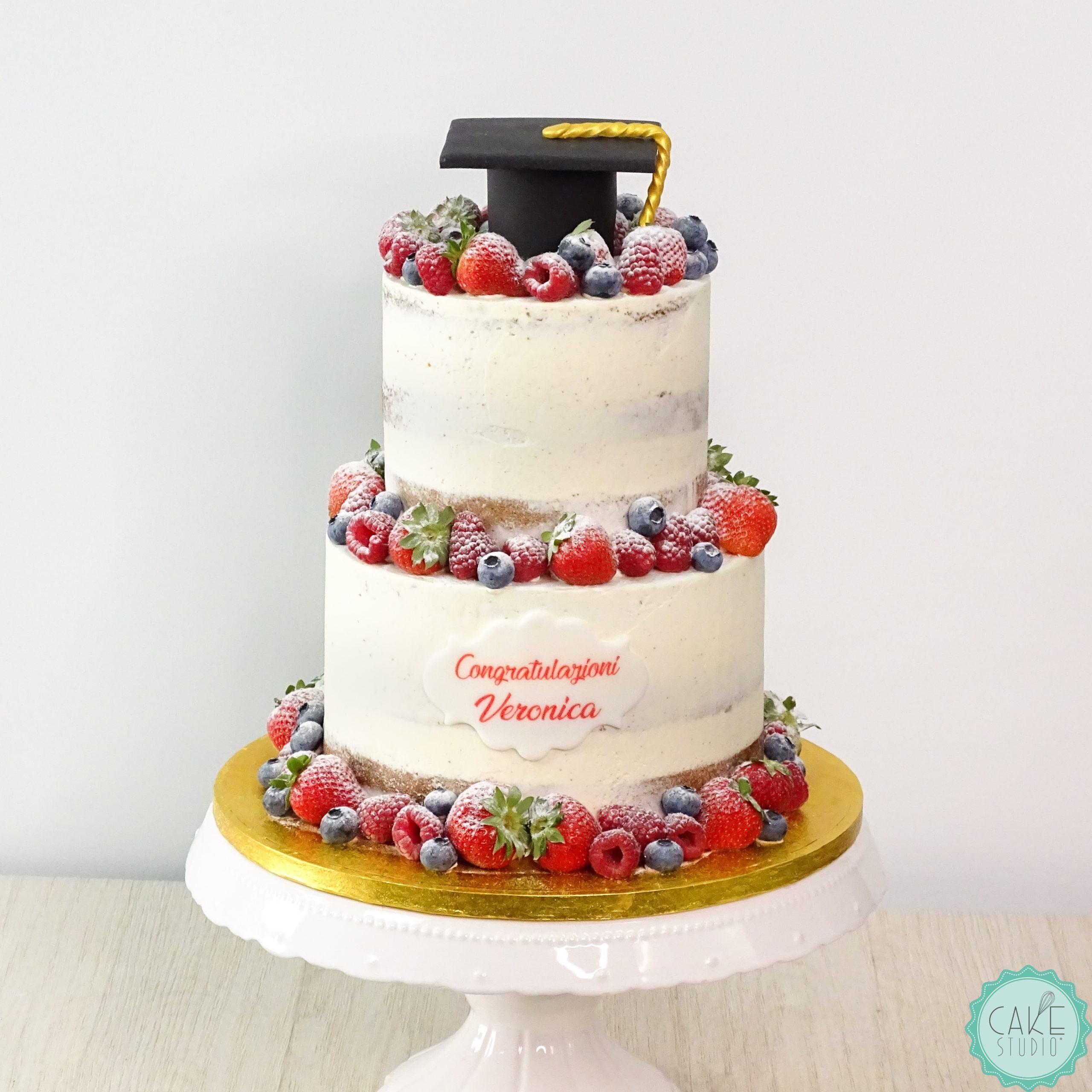 torta laurea seminuda con tocco e frutti di bosco