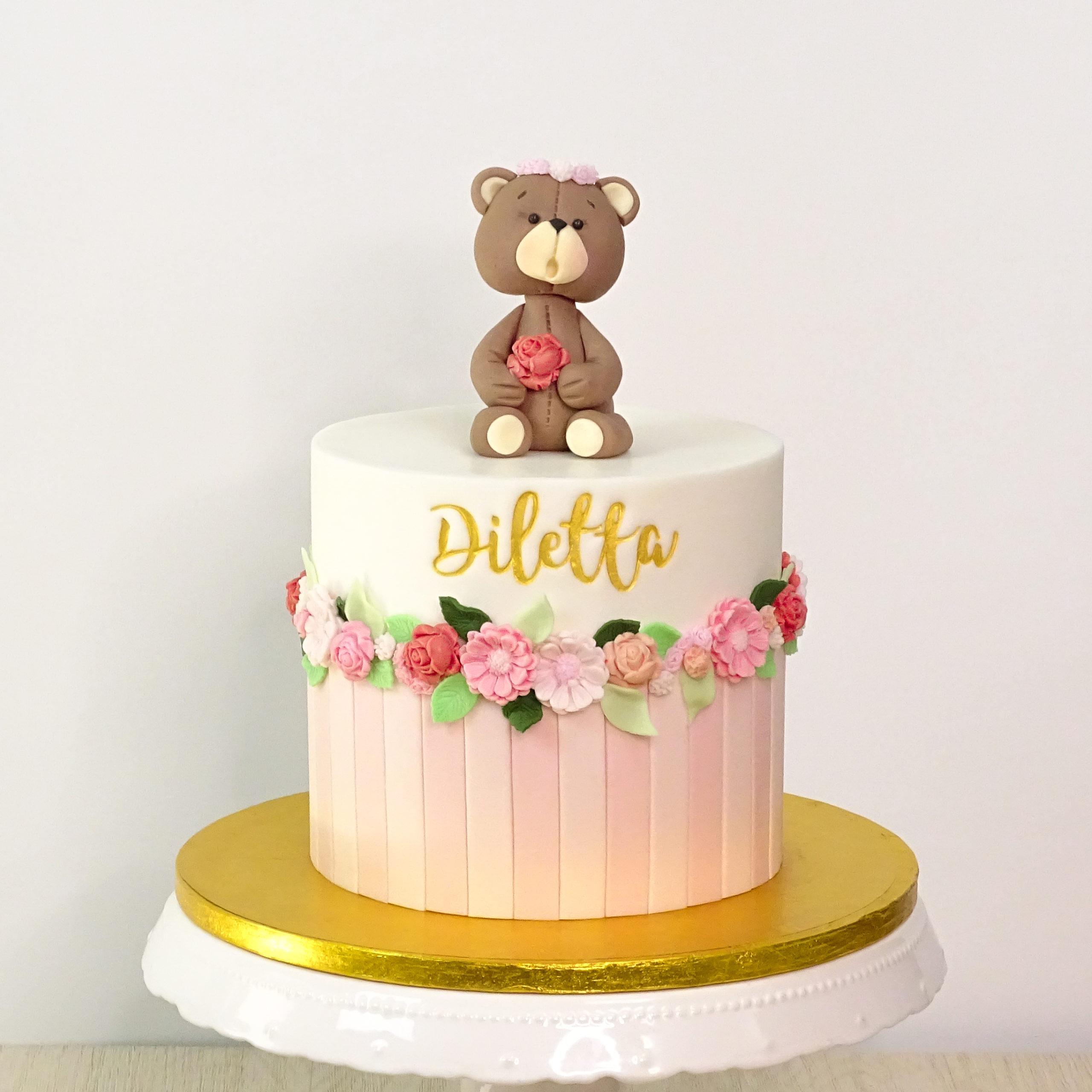 torta per bambina con orsetto righe fiori