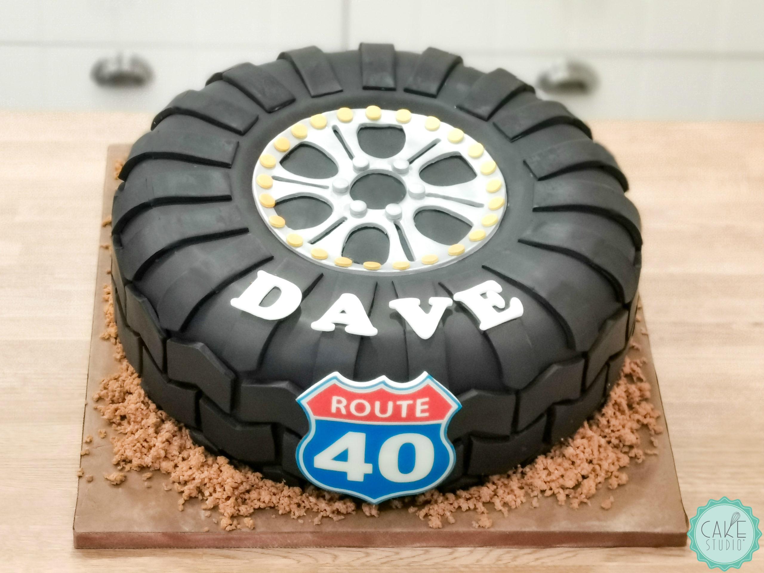 torta compleanno ruota penumatico fuoristrada route 66