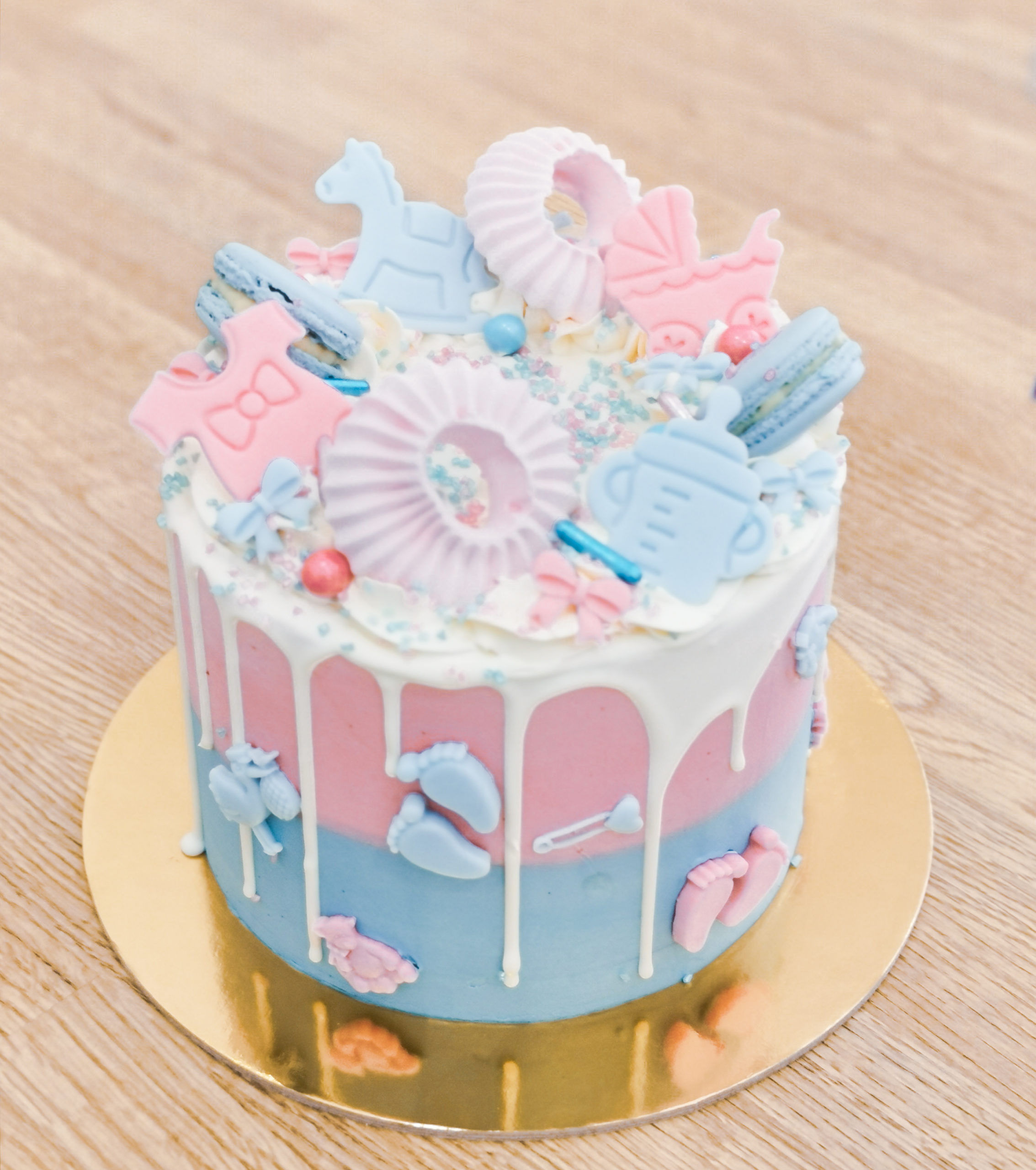 drip cake rosa azzurra gender reveal boy or girl?