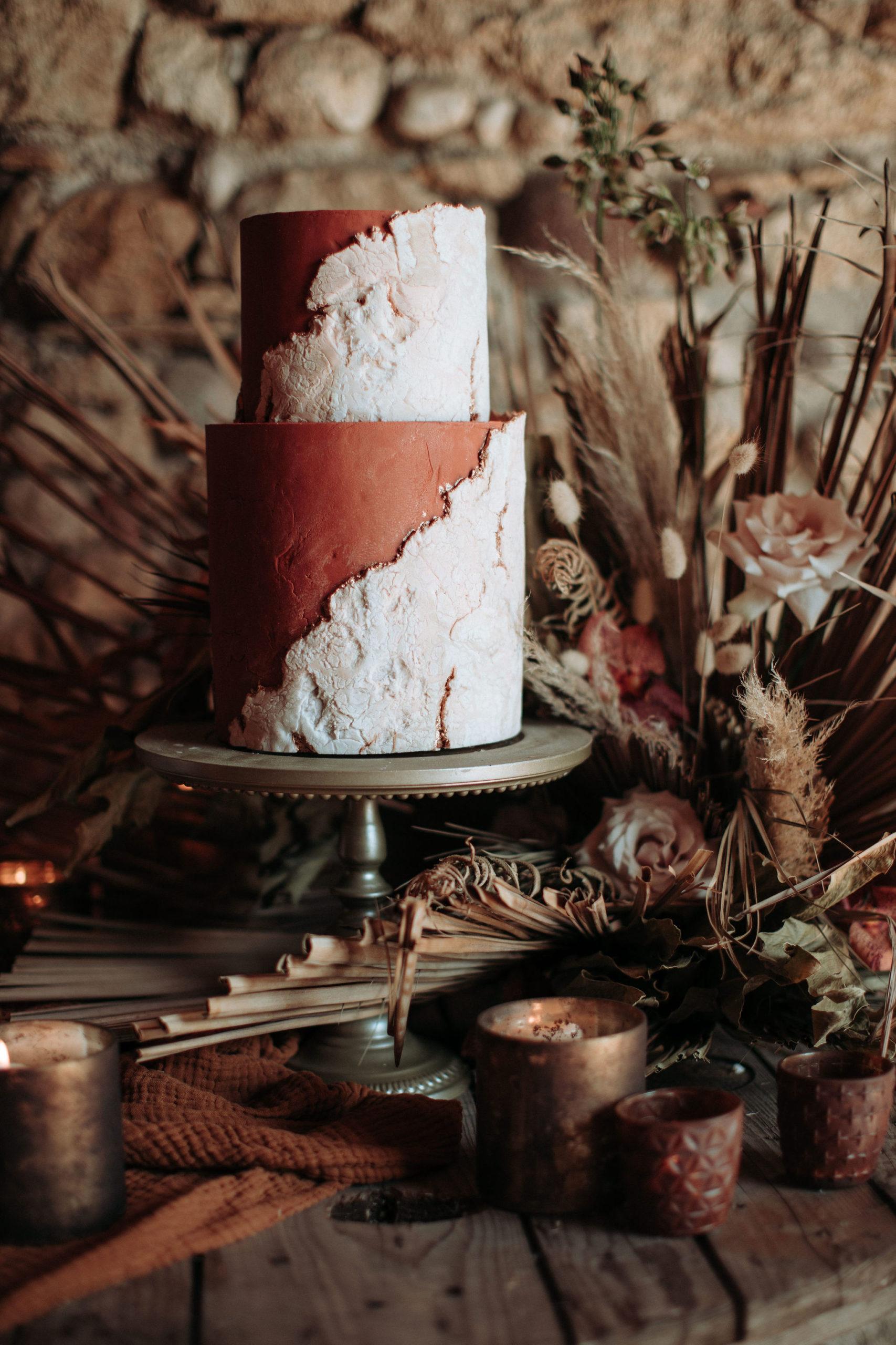 wedding cake autunnale con pasta di zucchero effetto pietra