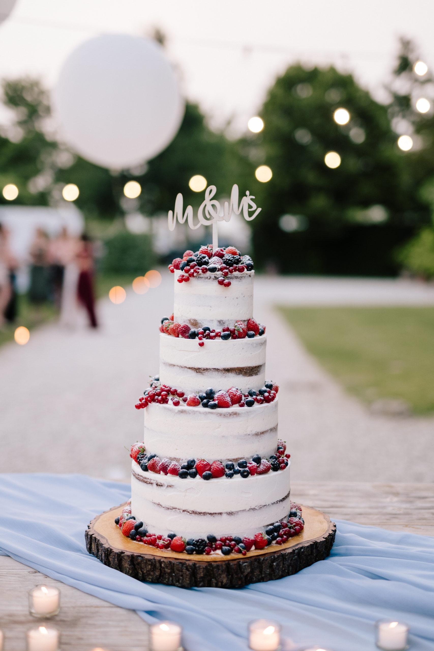 wedding cake seminuda con frutti di bosco
