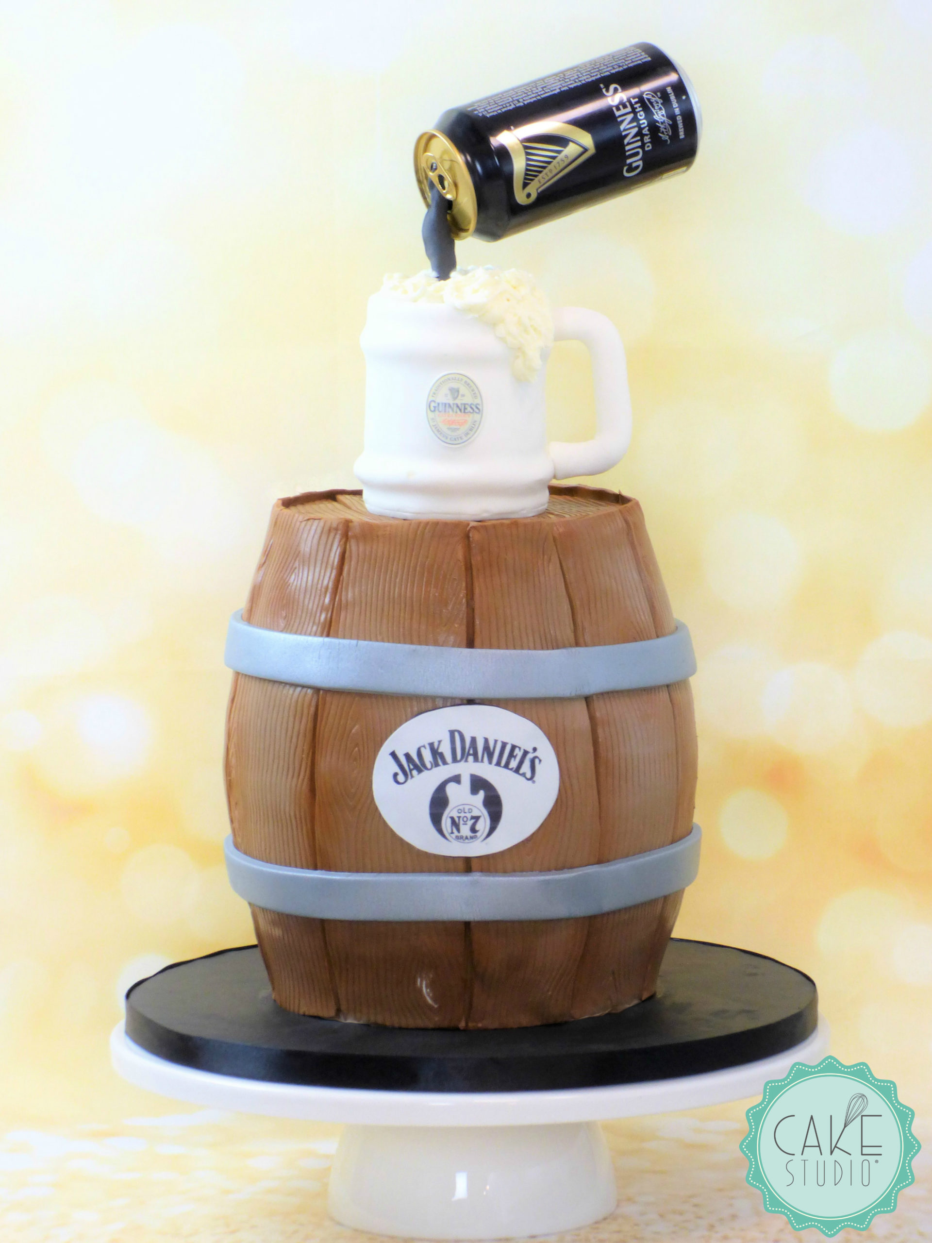gravity defying cake compleanno botte boccale birra guinness