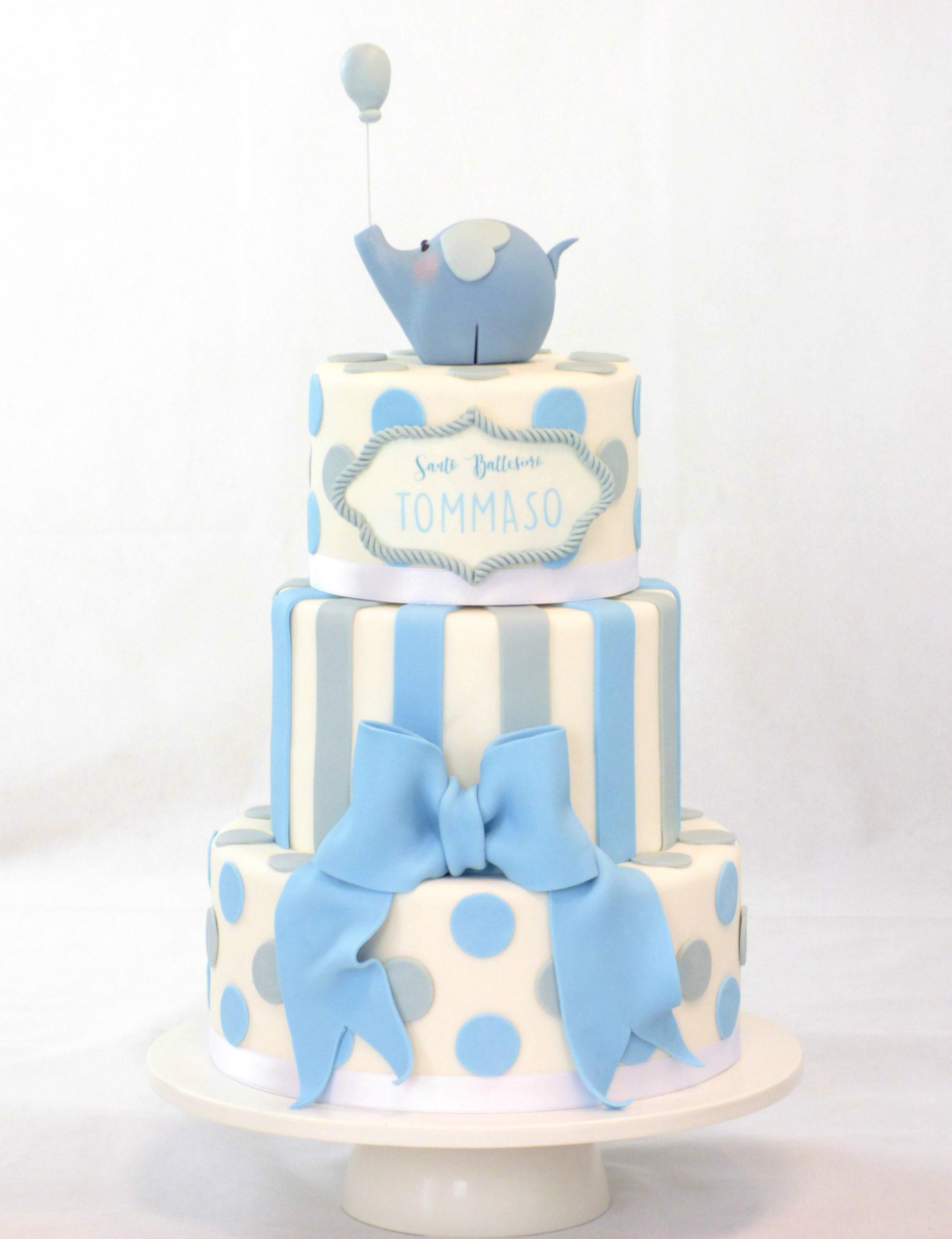 torta battesimo bianca azzurra e grigia con righe pois fiocco e elefante con palloncino