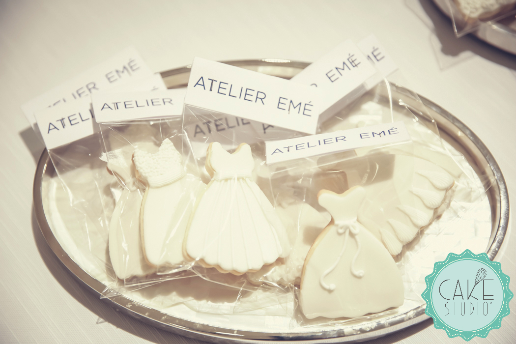biscotti decorati con abito sposa per eevnto atelier emé
