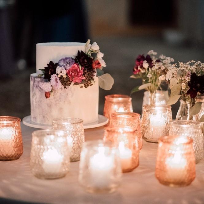 wedding cake spatolata lilla con fiori