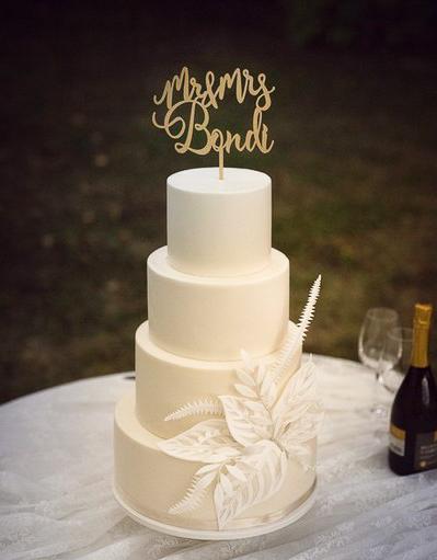 wedding cake con fiori stilizzati