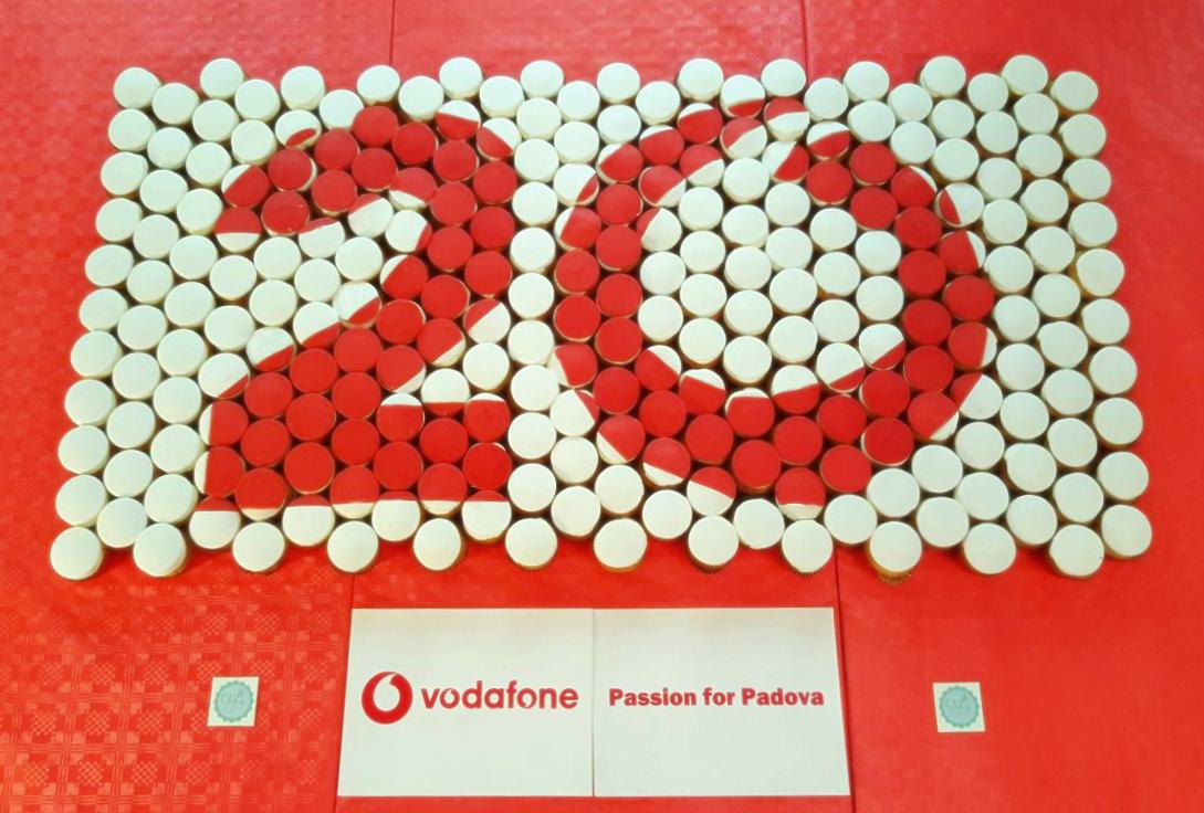 composizione cupcake per evento aziendale vodafone